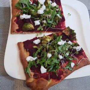 Pizza mit No-Tomato-Sauce und Möchtegern-Käse